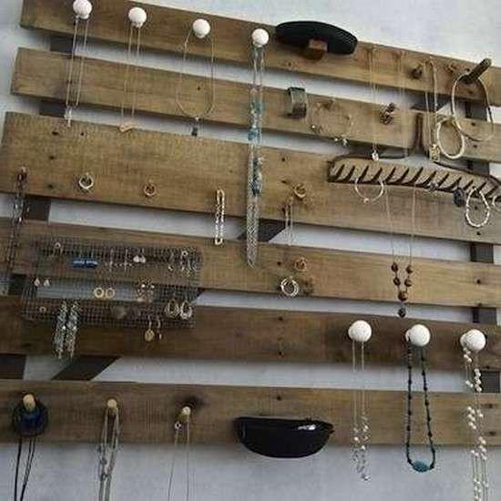 15 fa ons surprenantes de r utiliser de vieilles palettes - Fabriquer un presentoir a bijoux ...