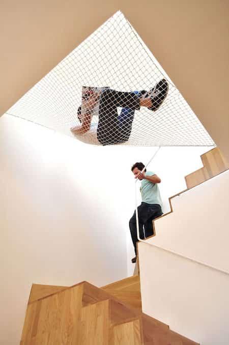 Intérieur design comment occuper espace au dessus escalier avec hamac