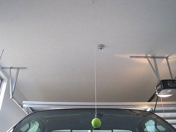 19 astuces indispensables pour tous ceux qui ont une voiture - Astuce rangement garage ...