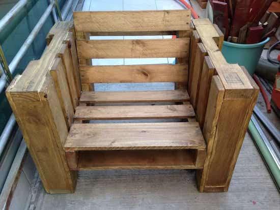 10 fa ons astucieuses d 39 utiliser des palettes en bois la for Vieille chaise en bois