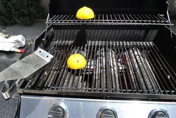 14 astuces simples et efficaces pour nettoyer la grille du - Nettoyer grille barbecue rouillee ...