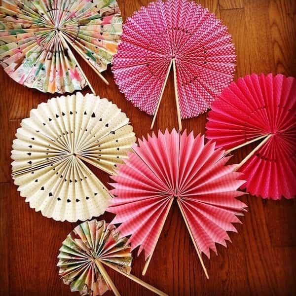 9 astuces simples et efficaces pour se rafra chir sans climatisation - Comment faire un eventail en papier ...