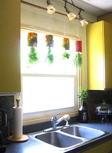 herbes aromatiques 18 fa ons astucieuses de les faire pousser en int rieur. Black Bedroom Furniture Sets. Home Design Ideas