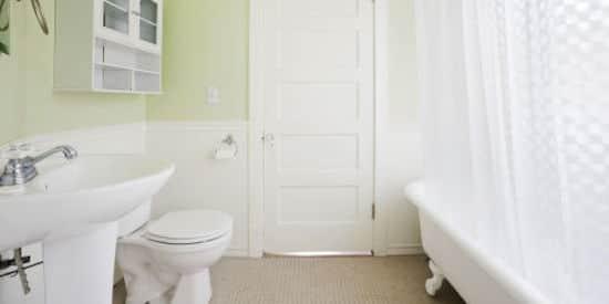 Comment nettoyer toute votre maison en 1 heure chrono - Nettoyer une salle de bain ...
