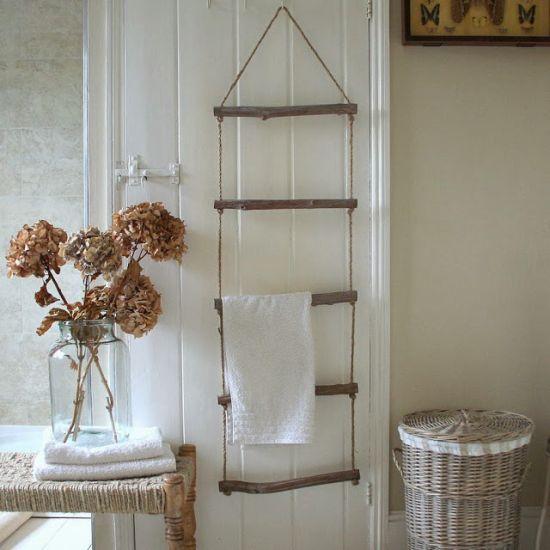 14 rangements astucieux pour votre salle de bain for Porte serviette original