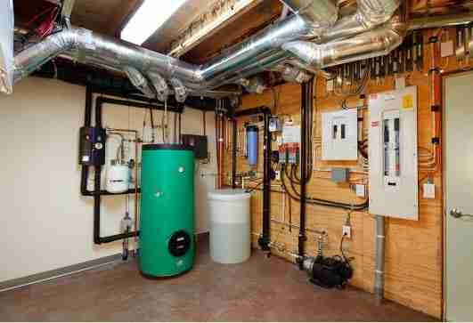 utilisez un collecteur d 39 eau de pluie pour r cup rer de l. Black Bedroom Furniture Sets. Home Design Ideas
