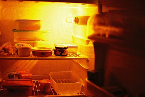 Frigo qui pue enfin une astuce efficace - Comment enlever odeur dans le frigo ...