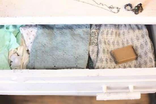 12 astuces pour recycler facilement vos p 39 tits bouts de savon. Black Bedroom Furniture Sets. Home Design Ideas