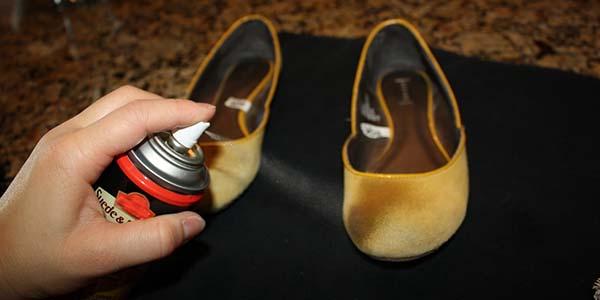 9 astuces pour que vos chaussures ne sentent plus mauvais. Black Bedroom Furniture Sets. Home Design Ideas