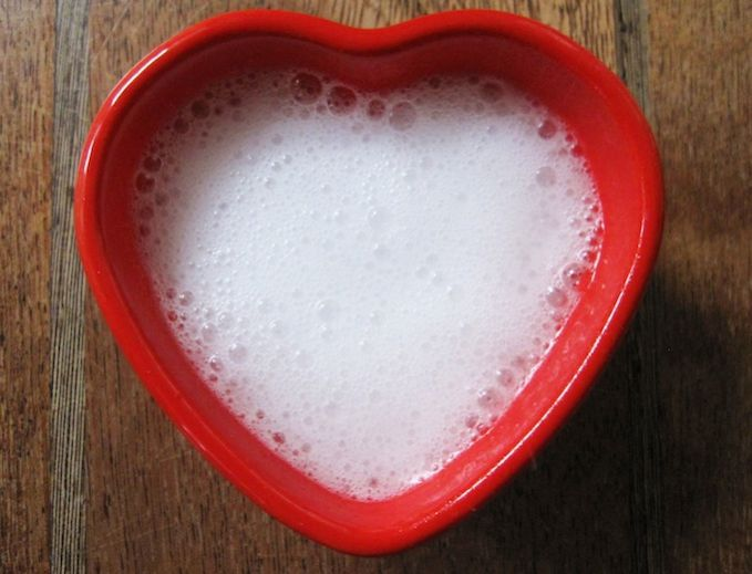 Les 7 rem des pour soigner une conjonctivite naturellement et rapidement - Nettoyer les vitres avec du bicarbonate ...
