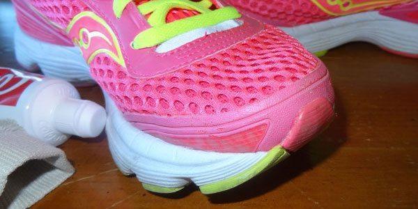 Saviez-vous que vous pouvez utiliser du dentifrice pour blanchir vos chaussures de sport ?