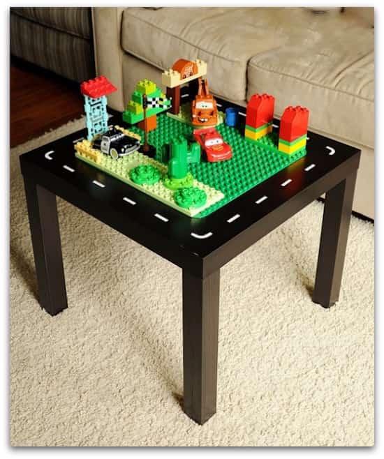 17 Astuces Géniales Que Tous Les Parents Devraient Connaître Surtout la 13ème -> Tuto Table Lego