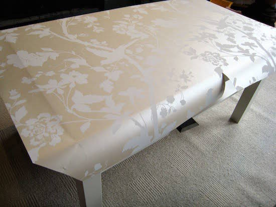 Comment facilement transformer une table ikea en meuble chic for Papier a coller sur meuble