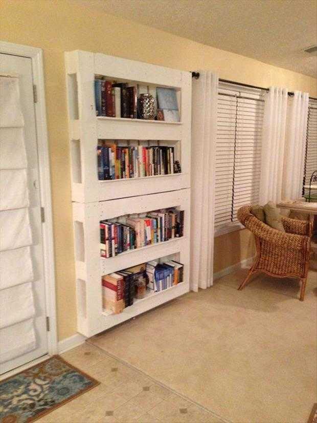 24 utilisations incroyables de vieilles palettes en bois - Construire une bibliotheque ...