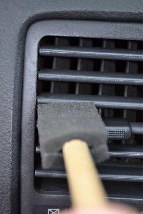 23 astuces simples pour que votre voiture soit plus propre for Astuce nettoyage voiture interieur