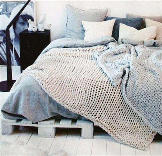 20 id es g niales de lits en palettes faits maison - Faire un sommier en palette ...