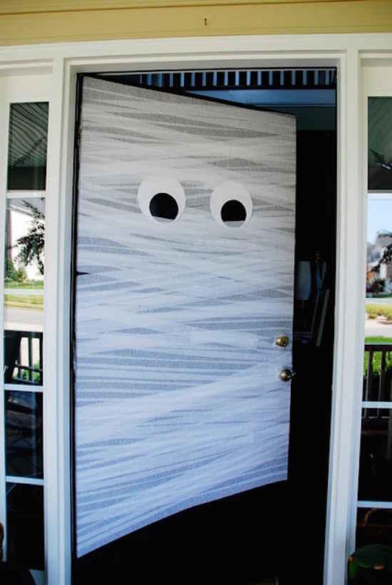 24 super id es de d coration pour halloween - Decorer une porte ...
